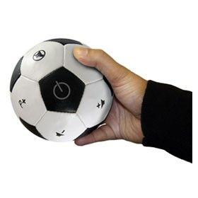 Hem futbol seven hem de kumandadan hiçbir zaman vazgeçmeyen sevdiklerinize hediye edebileceğiniz ilginç olduğu kadar dikkat çekici bir ürün.   http://www.buldumbuldum.com/hediye/football_tv_remote_control_futbol_topu_kumanda/