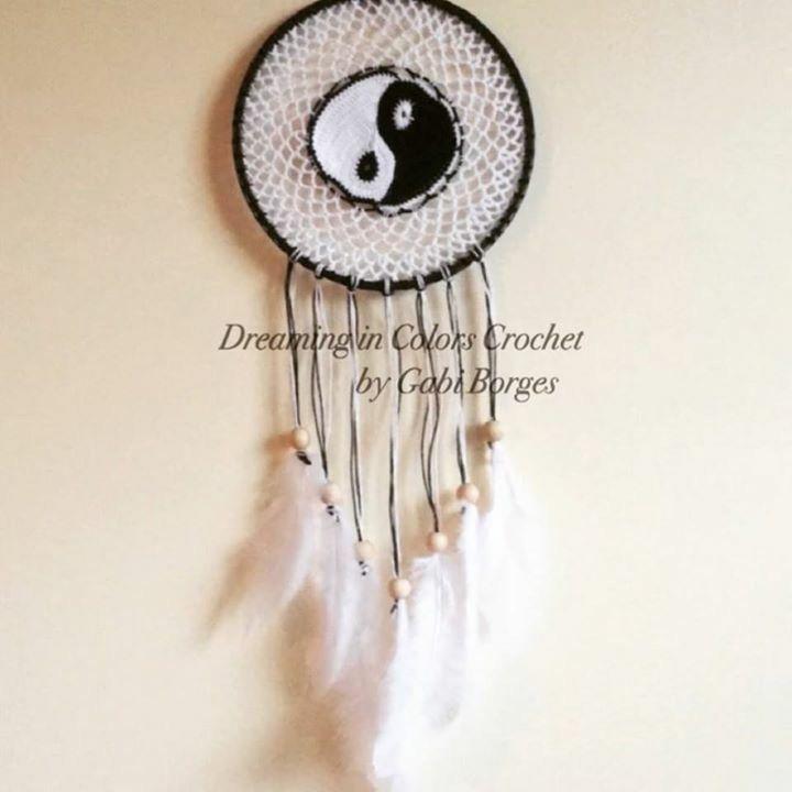 Yin Yang dreamcatcher. I did it!!!  Filtro de sonhos Yin Yang. Consegui!!  #dreamingincolors #dreamcatcher #crochet #yinyang #art #arte #handmade #stjohns #newfoundland #stjohnsnl #artesanato #craft #yyt #canada