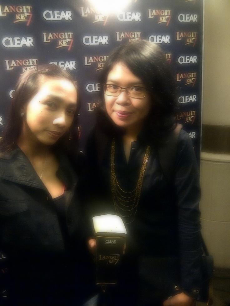Pemegang Badge #LangitKe7 yang mendapatkan free invitation gala premiere Film Langit Ke 7