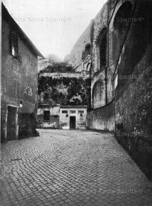 Foto storiche di Roma - Basilica di Massenzio e il terrapieno tagliato dal fondo di Via Alessandrina