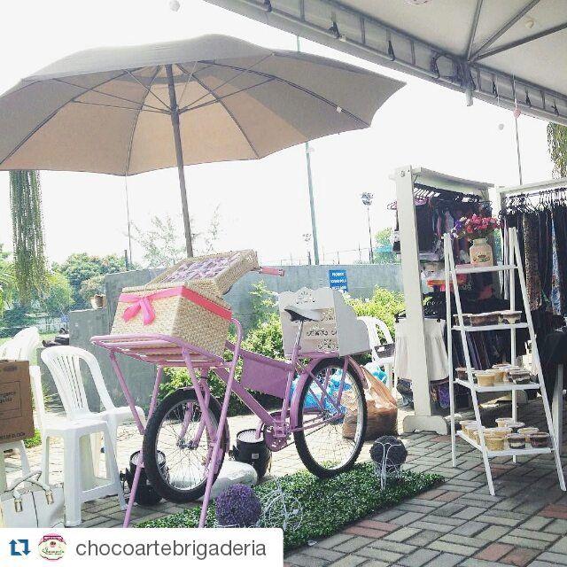 """""""Dá Barra da Tijuca - RJ essa é a charmosa foodbike da @chocoartebrigaderia  com seus brigadeiros artesanais. #foodbikes #bike #foodbikebrasil #foodpark…"""""""