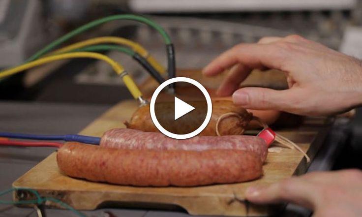 Ce musicien ingénieux compose ses tubes avec des saucisses