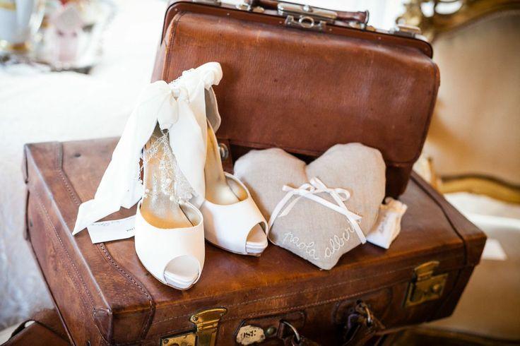 E' la mattina del giorno del vostro matrimonio e tutto è pronto... nella vostra camera, le valigie sono in attesa di partire con voi per un magico viaggio di nozze
