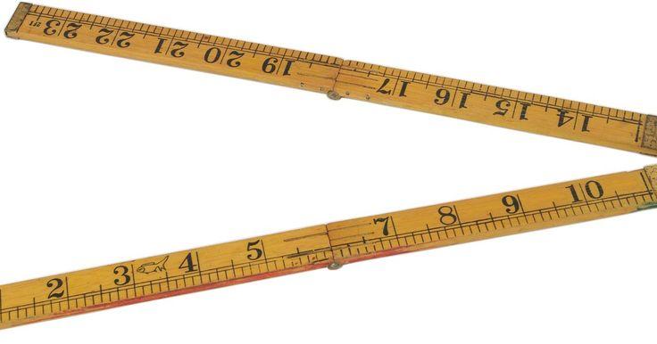 Cómo averiguar el perímetro de un polígono irregular. Las formas bidimensionales como los polígonos tienen medidas internas y externas. Una de las medidas externas principales de un polígono es su perímetro, que es la longitud alrededor del mismo calculada sumando las longitudes de sus lados individuales. Los polígonos pueden ser regulares o irregulares. Un polígono regular tiene lados con igual ...
