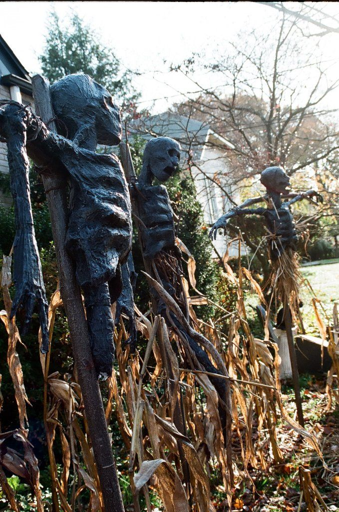 Katzper's yard haunt scarecrows Inspiration for scarecrow scene near swamp shack?