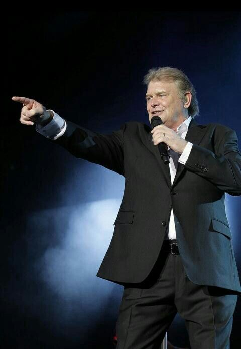 John Farnham - if there's a better voice, I haven't heard it. If there's a more passionate and genuine performer, I haven't seen them.