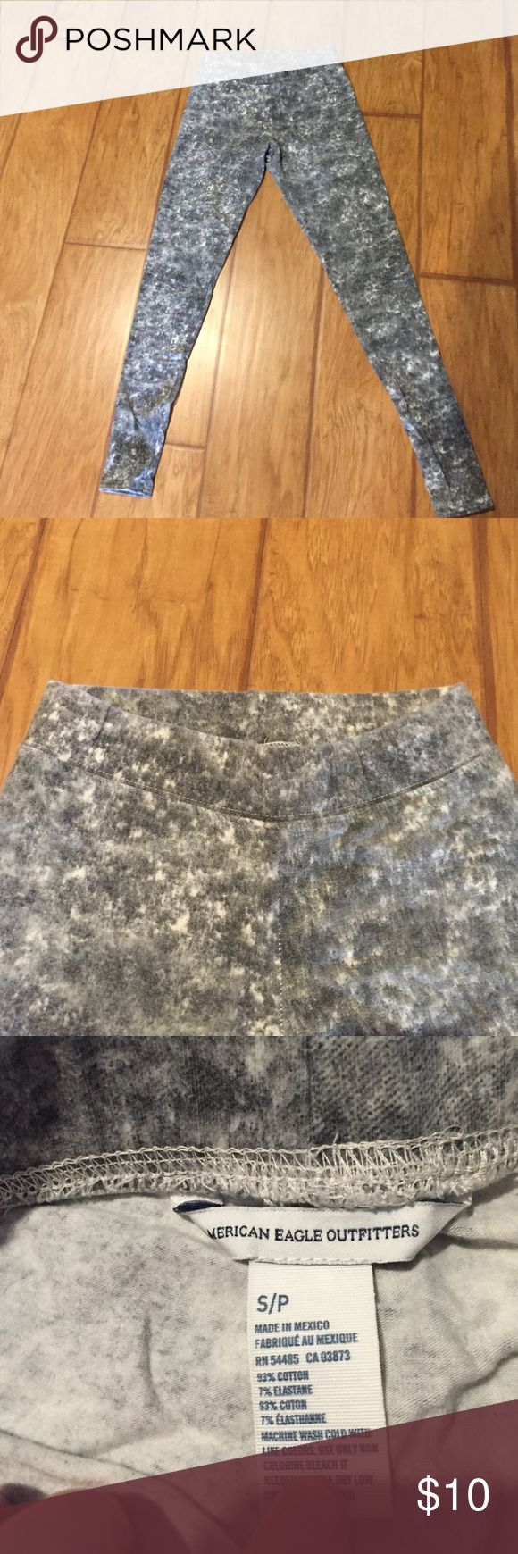 American eagle printed leggings Printed leggings from American eagle. Super soft, stretchy and comfy! Worn once. Can be worn with oversized tops or as workout leggings! American Eagle Outfitters Pants
