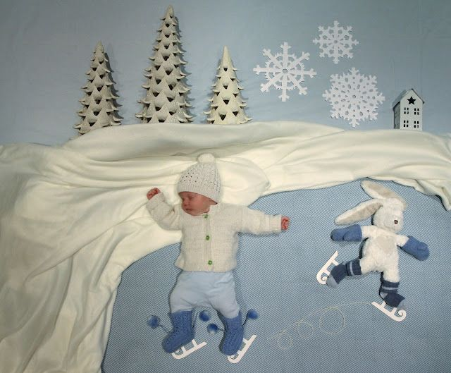 Mila's Daydreams - a stay at home Mom takes pictures of her baby's sleeping poses, adds some props and turns it into a beautiful artistic and somewhat humorous photograph...awesome blog!