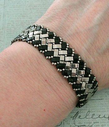 Linda's Crafty Inspirations: Bracelet of the Day - Half Tila Herringbone - Black & Silver