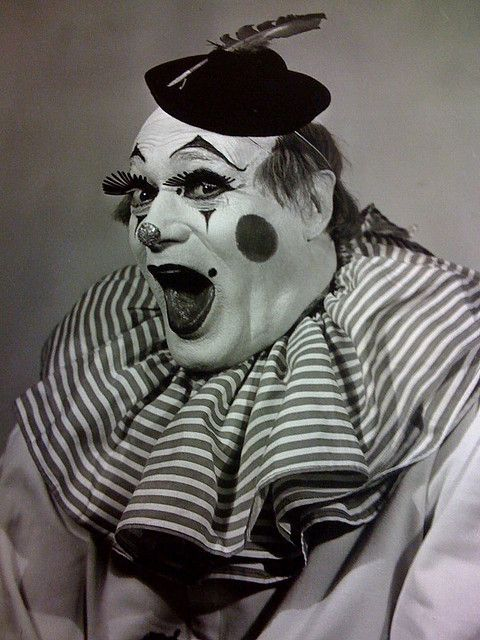 Bosco the clown by skiptracr | Clowns I love the circus but I hate clowns. Clown is fun though...