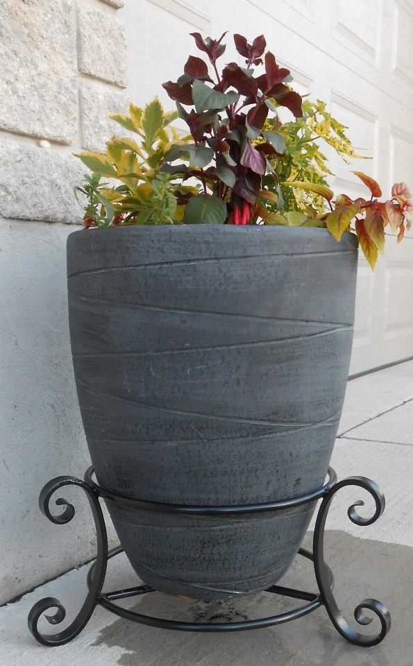 Planter stand by Metcalfe Iron Works