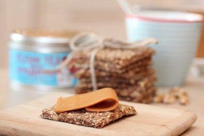 Knekkebrød med valnøtter og honning