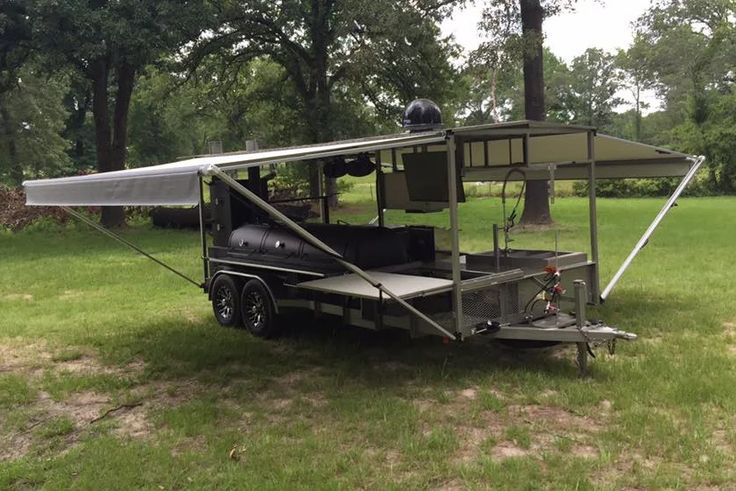 East Texas Smoker Company specialized in custom BBQ smokers for tailgating, promotion, catering and BBQ competitions.