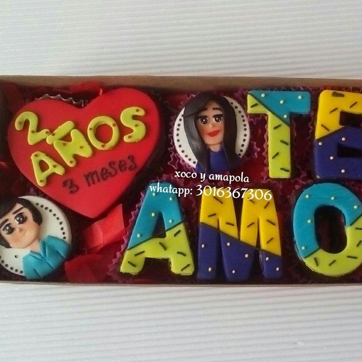 Mensajes y figuras en brownie rellenos de arequipe y bañados con una salsa de chocolate fino. Whatsapp 3016368306