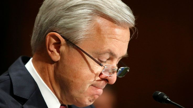 Wells Fargo is forcing its CEO to give up $40 million — a quarter of his pay over the past decade | Stumpf will forfeit all of his outstanding share-based compensation, which amounts to around $41 million at the bank's current stock price. He will also give up his bonus this year and won't receive any salary during the investigation. (28/09/16) || Performance-Based Payment