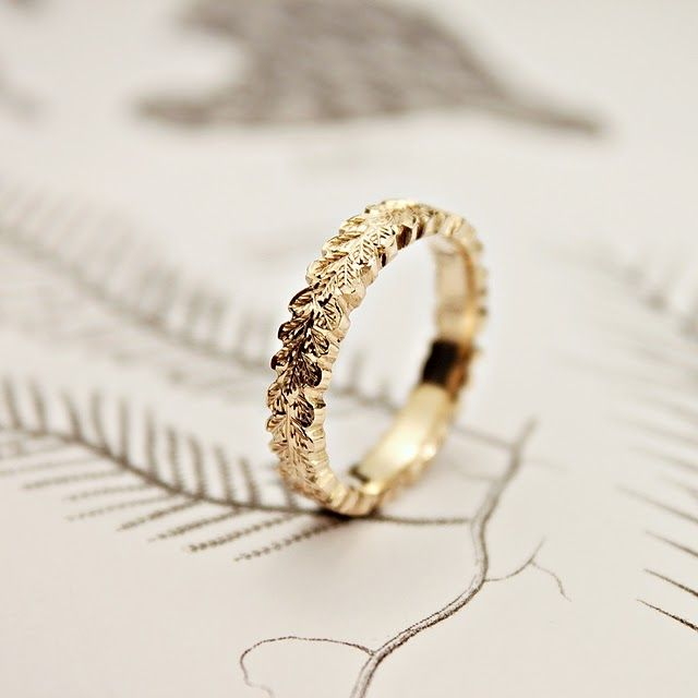Gorgeous oak leaf wedding band