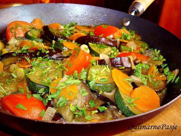 Warzywa po gruzińsku - adżapsandali - http://www.mytaste.pl/r/warzywa-po-gruzi%C5%84sku---ad%C5%BCapsandali-3886305.html