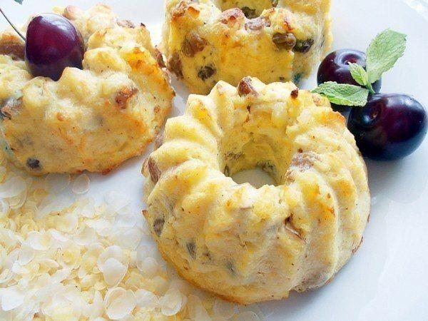 Идеальный творожный завтрак: 5 рецептов вкуснейших сырников!🍴🍐🍌🍓<br><br>Сохрани себе!📌<br><br>1. Сырники с изюмом и лимоном (в духовке!)<br>🔸на 100грамм - 162.46 ккал🔸Б/Ж/У - 10.19/5.55/18.44🔸<br><br>Ингредиенты:<br>250 г творога<br>1 яйцо куриное<br>5 ст. л. овсяных отрубей<br>7 ст. л. изю...