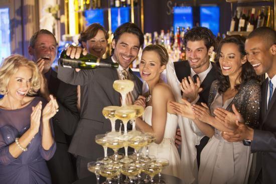 Como calcular a quantidade de bebida em um casamento?