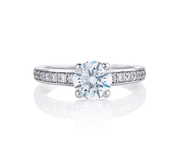 石を覆い隠さないオープン セッティングの斬新さが、プロングセットのソリテアダイヤモンドの美しさを際立たせる *エンゲージリング 婚約指輪・デビアス*