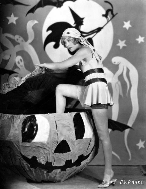 { Retro Halloween / Vintage halloween / Antique Halloween / Pin Up / Pin-Up / Photo / Photography / Old Halloween Costumes / Posters / Graphics / Spooky / Funny / 30's }