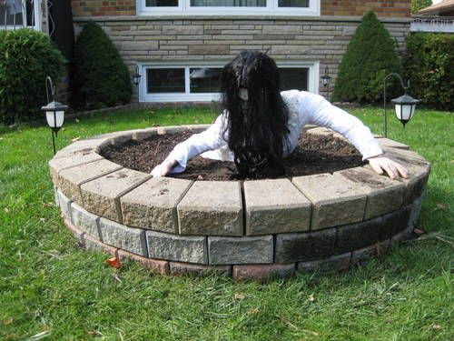 """Yard Decor for Halloween: Scary Well from the Movie """"The Ring"""""""