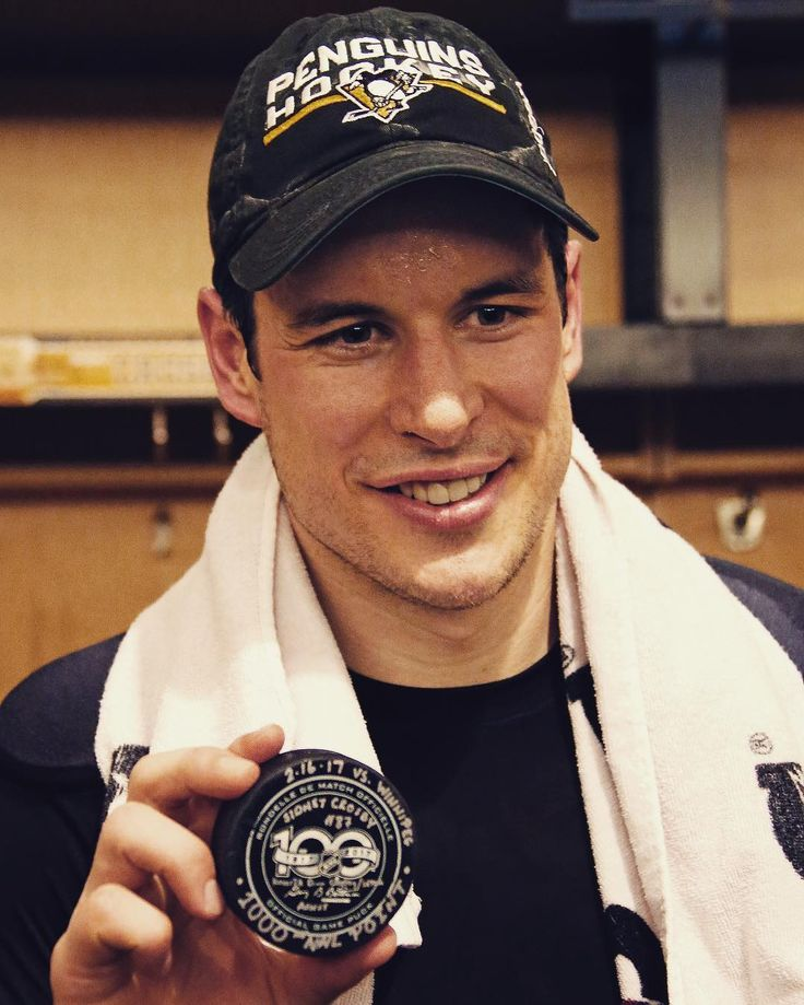 Sidney Crosby scored his 1000th career point last night! Congrats #sidthekid #penguins #NHL #milestone #1000pointclub #Draftshot