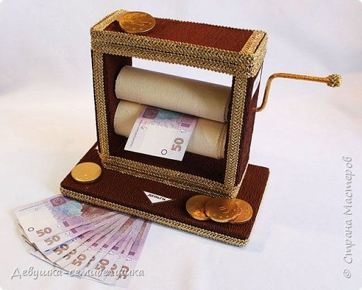 """""""Печатать деньги"""" с помощью такого прикольного денежного станка сможет любой! """"Денежный станок""""ничего общего с настоящими печатными станками не имеет.  Но как прикольный подарок на юбилей или свадьбу, подойдет замечательно!  фото 1"""
