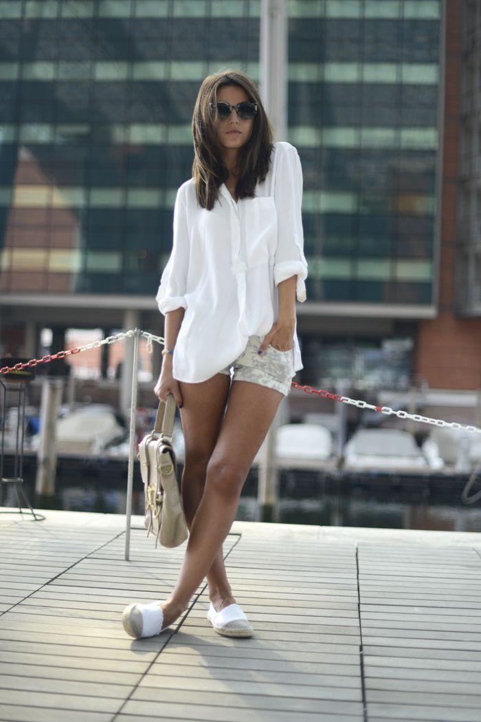 Summer look   Espadrilhas brancas, camisa branca, short estampado, lovely Pepa
