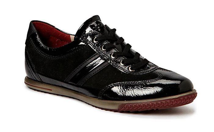 ECCO basket Spin en verni noir pour femme. Entre chic & sport avec un clin d'oeil pour les chaussures de golf.
