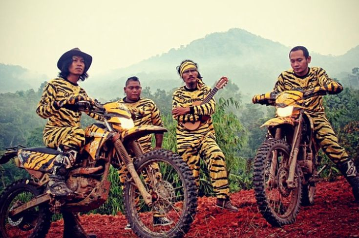 Indonesian Music's Green Warriors   Jakarta Globe This image shows Bali grunge band Navicular in tiger suits. Coincidentally, and sadly, this article was published on the day the band's bassist, Made Indra (2nd from right) passed away from injuries he sustained in a weekend car crash.