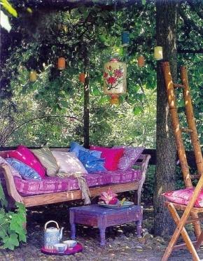 Heel gezellig zo'n hoekje in je tuin.
