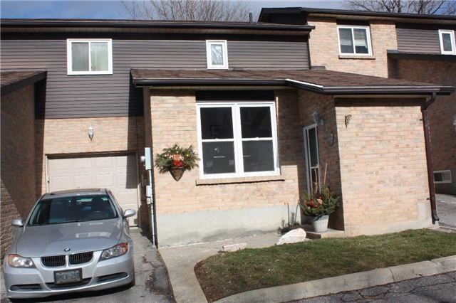 Property 1605 Charles St, Whitby, ON L1N1C1 - MLS® #E3410253 - Quiet Condo Complex Of 12 Units.Open Concept Kitchen With Pantry, Tons Counter Space, Overlooking Large Dining Area Perfect For Enter