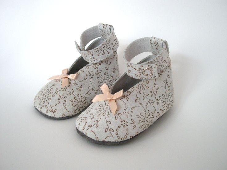 #bruiloft #trouwen #trouwschoenen #wedding #shoes #baby #babyshoes #babyshower #babyshowergift #gift #unique #handmade #designer #designershoes #kids #newborn #mama #babysneakers #Amsterdamdesign #LittleKings www.little-king.nl