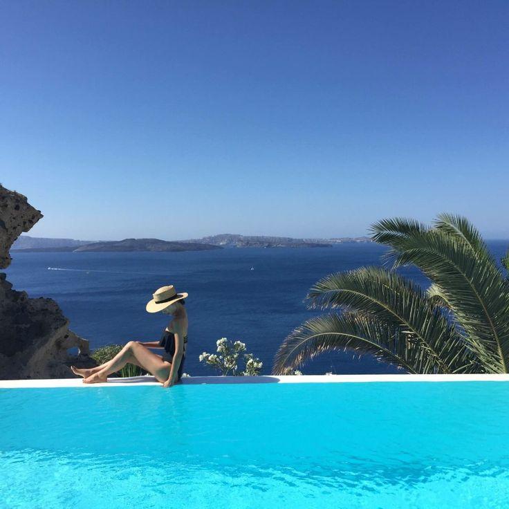 世界一のサンセットを見る!お誕生日旅行!30歳を迎えるという節目である大事な日は初のヨーロッパ、ギリシャへ旅行。アテネ・サントリーニ島で過ごす時間は特別なものに。ジブリの世界に迷い込んだかのように感じる可愛いショップを通り抜けると世界一のサンセットがみられるスポットへ。ホテル・町並み・・・最高!!!という言葉がぴったりなサントリーニ島。可愛い町並み・カジュアルなダイニング【タベルナ】と街自体も楽しめる他、アクロポリスなどの歴史的建築物は歴史の重みを感じる。初めてのヨーロッパ。たくさんのワクワクドキドキやハラハラかんじることができた素敵な旅行。 - 3日目