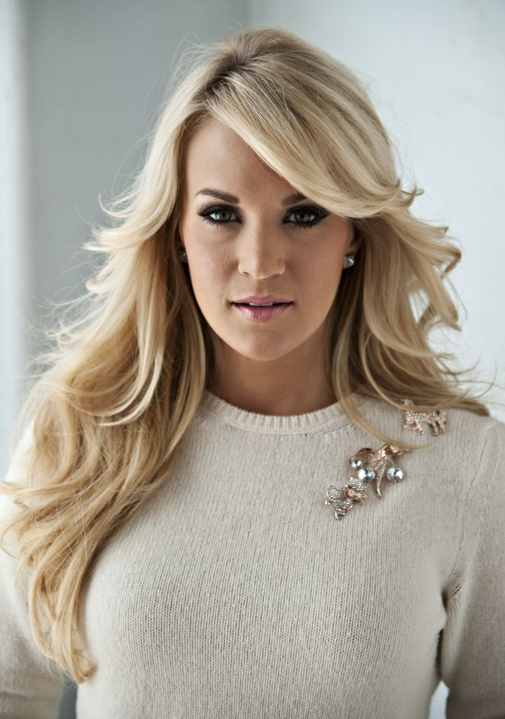 Recomendable el estilo de Carrie Underwood : #cabellorubio #cabello #blondhair #hair www.creative.es
