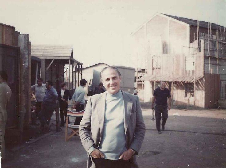 Petroni sul set-villaggio de La vita a volte è molto dura vero Provvidenza? (1972)
