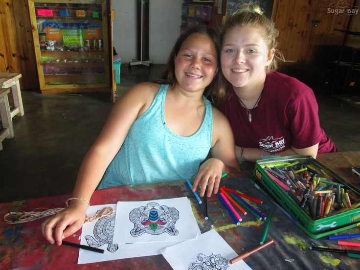 Arts & Crafts PC, Styles, with a learner from Laerskool Constantia Park. These two decided to do some colour therapy by printing out intricate pictures and colouring them in specifically, to highlight all the details. It was lots of fun and very relaxing to the mind.