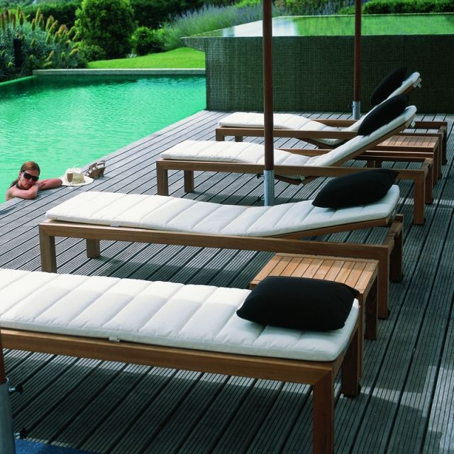 54 best lits piscine chaises longues et transats images on pinterest recliner chaise lounges. Black Bedroom Furniture Sets. Home Design Ideas