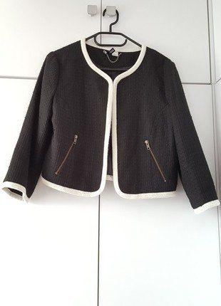 Kup mój przedmiot na #vintedpl http://www.vinted.pl/damska-odziez/marynarki-zakiety-blezery/17138775-czarny-krotki-zakiecik-hm-jackie-style-klasyka