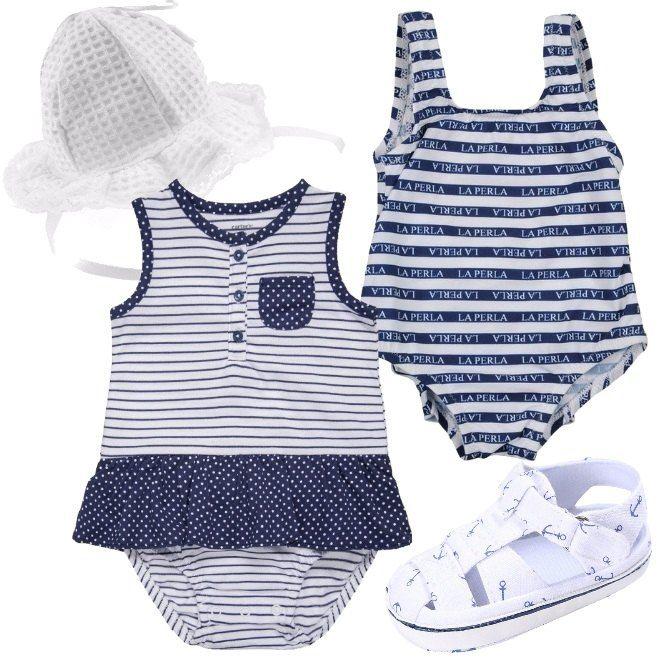 Costume intero per la piccola neonata, griffato La Perla, a righe bianche e blu. Il body, invece, è multifantasia ed è in puro cotone. Abbiniamo de sandali in tessuto e un cappello, bianco, in cotone, rifinito con pizzo.