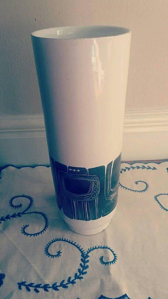 Guarda questo articolo nel mio negozio Etsy https://www.etsy.com/it/listing/527715680/beautiful-vintage-ceramic-vase-bw