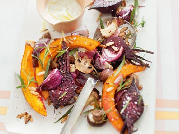 Gebratenes Gemüse aus dem Ofen ist ein Rezept mit frischen Zutaten aus der Kategorie Dips. Probieren Sie dieses und weitere Rezepte von EAT SMARTER!