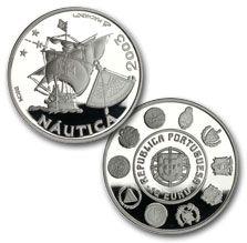 reales plata Portugal  En el anverso de la moneda se representa una carabela (el más célebre navío de los Descubrimientos), un cuadrante y estrella, éste último punto de referencia indispensable del cuadrante para la obtención de la posición del navío.