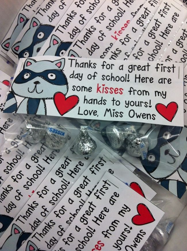 (27 Fresh Kissing Hand Freebies and Teaching Resources) First Day Hershey Kisses Treat Bag Toppers - KindergartenWorks.com