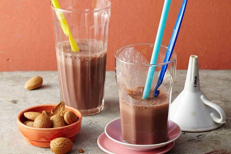 Der perfekte Power-Drink für nach dem Training: Veganer Schoko-Shake mit Mandeln! #vegan #schoki