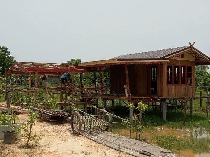 ไอเด ยบ านไม ยกยกส งในสวนขนาด 1 ห องนอน งบประมาณก อสร าง 300 000 บาท Thai Let S Go ออกแบบบ าน ร ปแบบบ าน บ านในฝ น