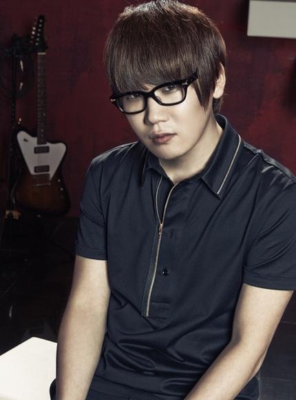 Kim Jong Wan- lead vocals, keyboard, guitar