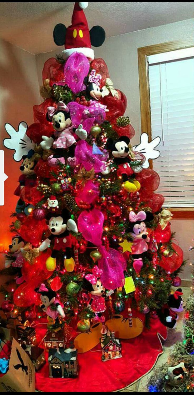 my youngest loves mickey mouse clubhouse..so with all her plush toys I decided to make a mickey and minnie mouse clubhouse christmas tree
