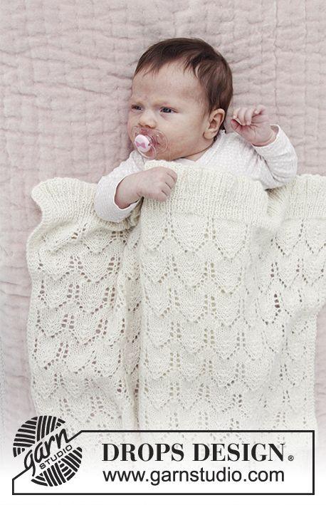 Sweet Peonies / DROPS Baby 29-14 - Babytæppe med hulmønster. Arbejdet er strikket i DROPS Alpaca.